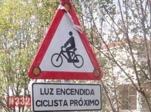 New Signs Can Warn of Cyclists Ahead