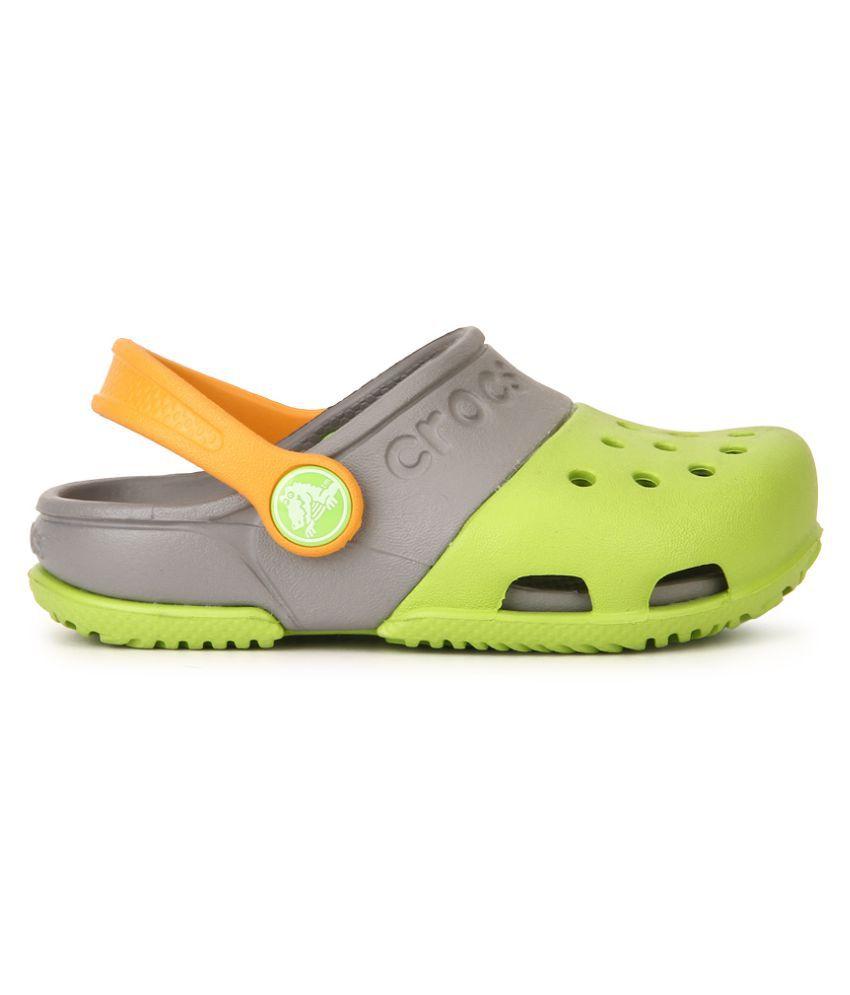 Crocs Green Roomy Clogs For Kids Price in India- Buy Crocs ...