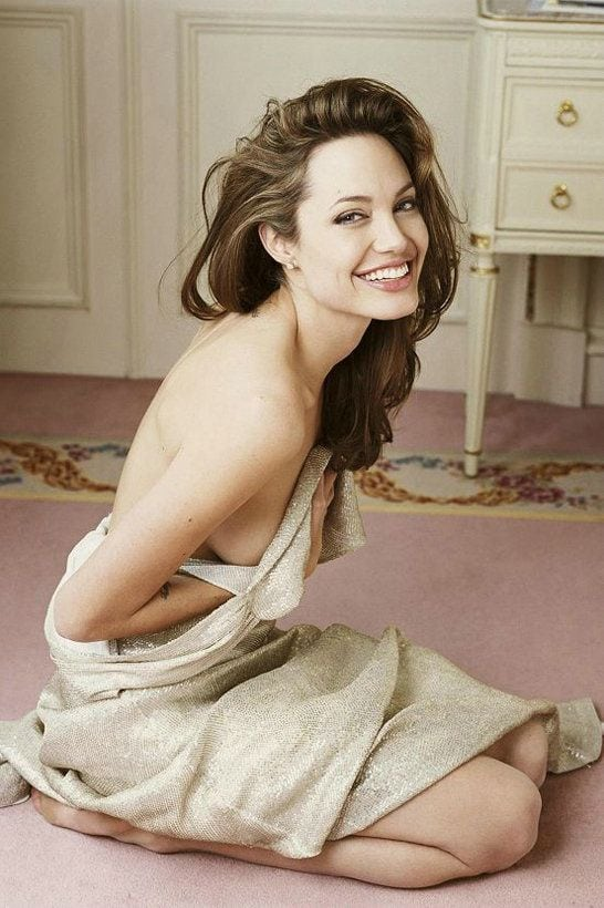 Angelina-Jolie-Smile