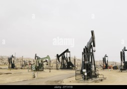 Oil rigs and wells in the Midway-Sunset shale oil fields the largest in California - Stock Image