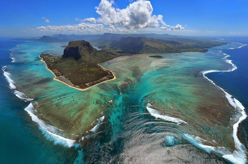 Подводный водопад Маврикий