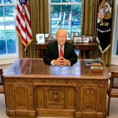 Oval Office Chair Egg Stand Only Which Of These 6 Desks Will Donald Trump Pick Realtor Brendan Smialowski Pool Getty Images Susan Watts Ny Daily News Via