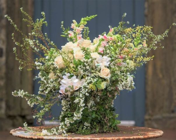 """This nontraditional holiday floral arrangement goes with the """"winter wonderland"""" theme."""