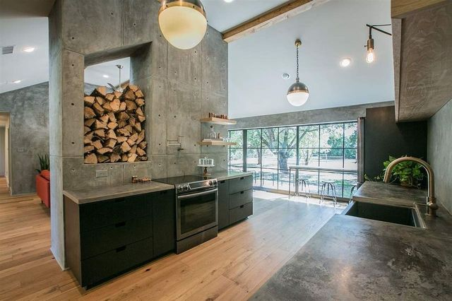 Surprising industrial loft-style kitchen