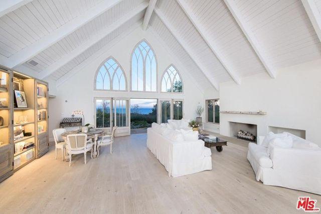 Living room of chez Izambard