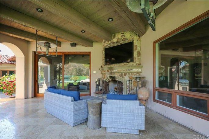 Indoor/outdoor terrace