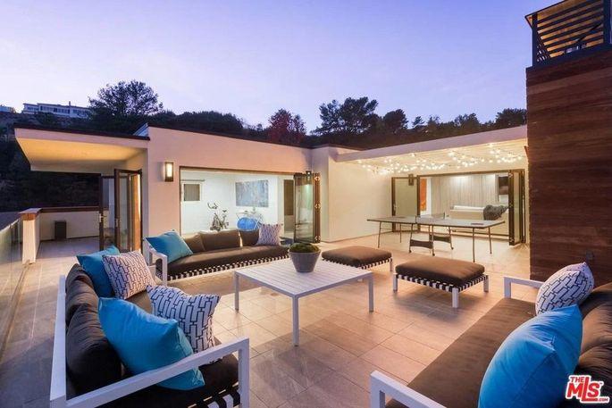 1,000-square-foot deck