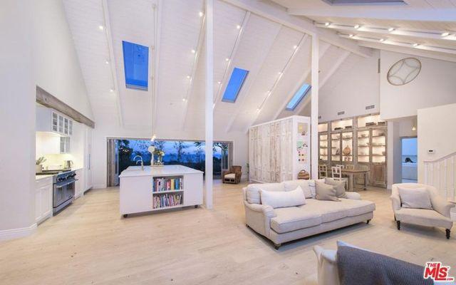Chez Izambard great room