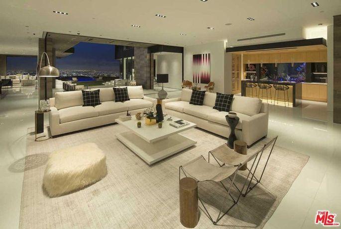 Living room and 500-gallon aquarium
