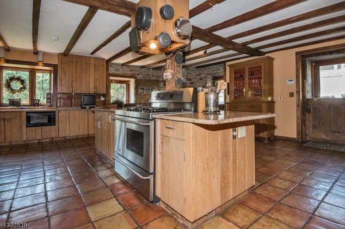 Kitchen with terra-cotta tile