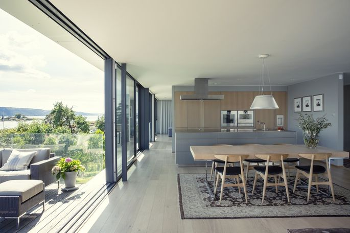 Retractable glass-wall systems that fold into accordion pleats or disappear into recessed pockets make for a seamless transition between indoor and outdoor living spaces—and are popular with luxury home buyers.