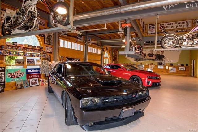 Showcase garage