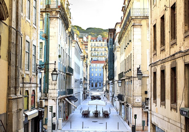 A Quick Guide to Lisbon's 5 Most Colorful Neighborhoods3