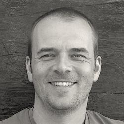 Zwart wit foto van Jasper Jobse coach en therapeut te Arnhem