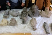 Photo of الآثار: ضبط عملية تصدير ١٦ طردا تحتوي على مجموعة من القطع الأثرية قبل تهريبها