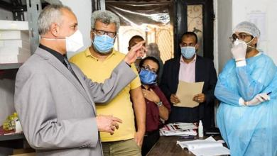 Photo of كمال شلبي يتابع سير العمل بمستشفى قنا العام ويطمئن على مخزون المستلزمات الوقائية والأدوية