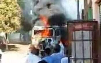 Photo of الدفع بـ6 سيارات إطفاء للسيطرة على حريق شاحنة محملة بقش الأرز فى أسوان