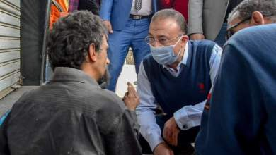 Photo of الشريف يأمر بتحويل شخص بلا مأوى إلى المستشفى لتلقى العناية الطبية