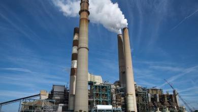 Photo of البيئة تحكم سيطرتها إلكترونيا على مدخنتين لإنتاج الكهرباء بمحطة ابوقير الجديدة