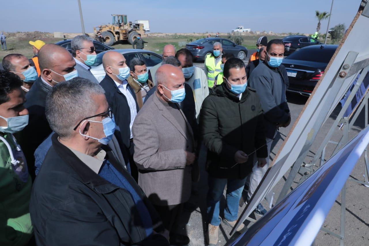 الوزير يتابع معدلات تنفيذ بعض مشروعات الطرق والكباري والسكة الحديد