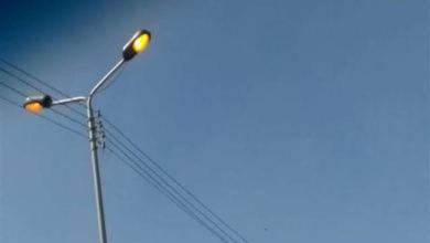 """Photo of الوحدة المحلية بقرية """"هو"""" مركز نجع حمادى؛ تركيب 118عمودا للكهرباء بالمقابر"""