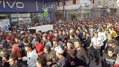 Photo of مئات الأهالي يحطمون ورشة نجارة وكافتريا لمتهمين بقتل شاب بالمطرية بالدقهلية