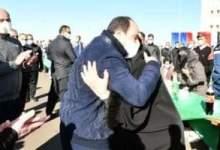 Photo of السيسي يقبل رأس أم طالب بأكاديمية الشرطة في موقف إنساني