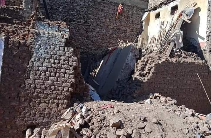 Photo of إنهيار منزل بقرية شطب أسيوط أدي لمصرع طفلة وإنقاذ 6 أشخاص