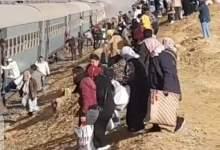 Photo of السكك الحديدية تسيطر علي حريق قطار ركاب خط السويس بعد السيطرة عليه
