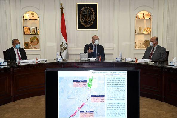 الجزار ومحافظا القاهرة والقليوبية يستعرضون مخطط تطوير المناطق المحيطة بمحور الفريق إبراهيم العرابى