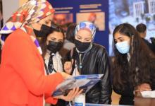 Photo of اقبال طلابي كبير أمام جناح جامعة بنها للتعرف على البرامج الدراسية الجديدة
