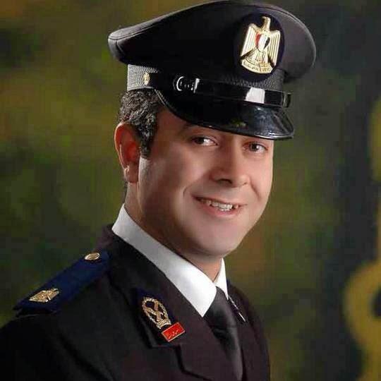 تداول صور للضابط المصري الخائن رفقة صديقه الذي تسبب في اغتياله