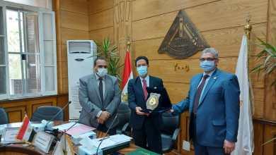 Photo of مجلس جامعة بنها يكرم عميد كلية الطب لبلوغه السن القانونية