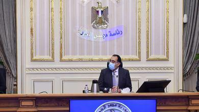 Photo of الحكومة تنفي إيقاف الدراسة بالمعاهد والجامعات وإلغاء الامتحانات