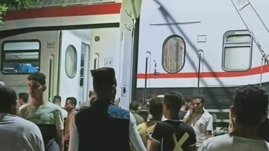 Photo of خروج قطار قادم من القاهرة لأسوان عن القضبان بمدينة العياط (صور)