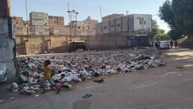 Photo of القمامة تفترش سور مركز شباب كفر مناقر ببنها.. والأهالي يستغيثون  صور وفيديو
