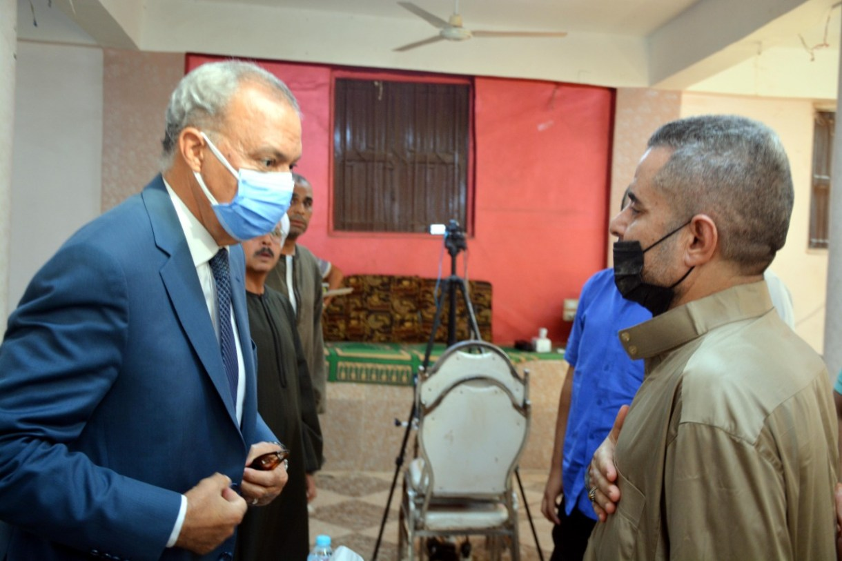 محافظ القليوبية يقدم واجب العزاء لأسرة الشهيد محمد صلاح الغندور بالشموت