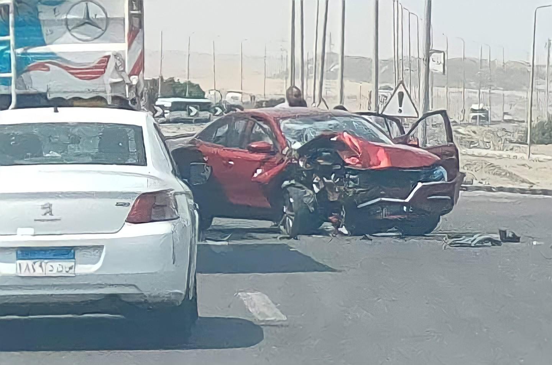 إصابة 4 مواطنين في حادث تصادم سيارتين ملاكي وتريلا بطريق سفاجا