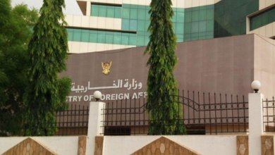 السودان يدين الهجوم الحوثي على (مطار أبها) ويؤكد التضامن مع السعودية