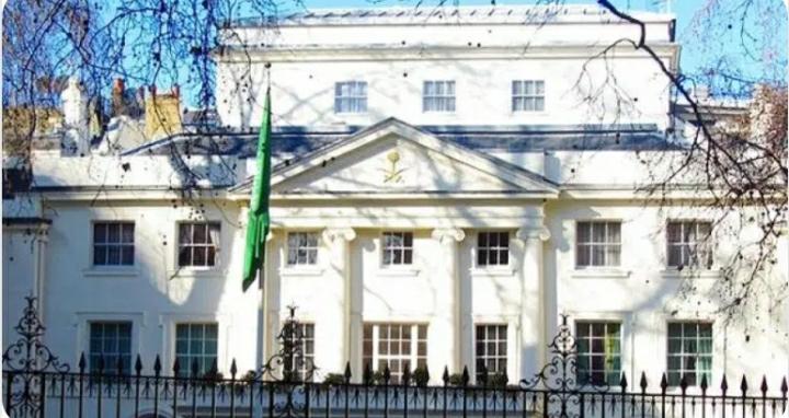 توقيف رجلين حاولا إشعال النيران في مقر إقامة السفير السعودي ببريطانيا