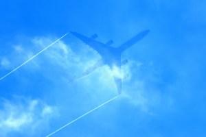 飛行機雲先端