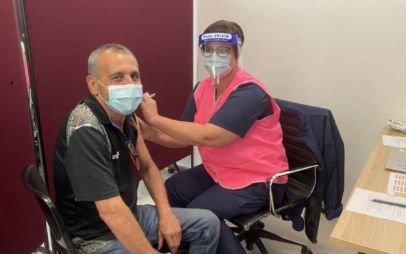 Darren Wright receives the first dose of a COVID vaccine at the Ungooroo Vaccination Hub in Singleton. Photo supplied by: Ungooroo Aboriginal Corporation