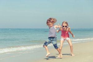 niños-autonomos-saltando