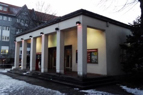 "Eingang zum ""Adria"" in Steglitz. Foto: Ulrich Horb"