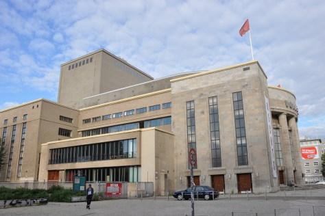 Volksbühne am Rosa-Luxemburg-Platz (Seitenansicht). Foto: Ulrich Horb