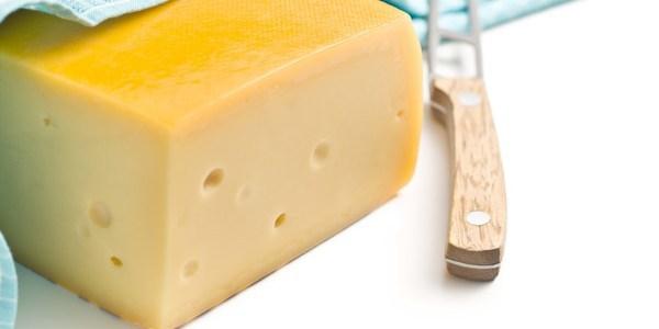 飲食店で出すべきハードチーズの種類とは?