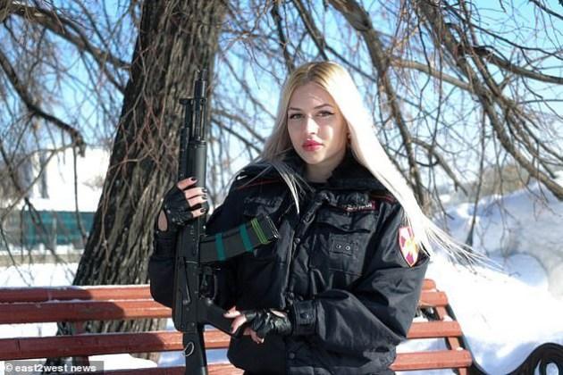 ОВО СУ НАЈЛЕПШЕ РАТНИЦЕ ПУТИНОВЕ ГАРДЕ! Дале би живот за Русију, а мушкарци би дали живот за њих (ФОТО) (ВИДЕО) 1