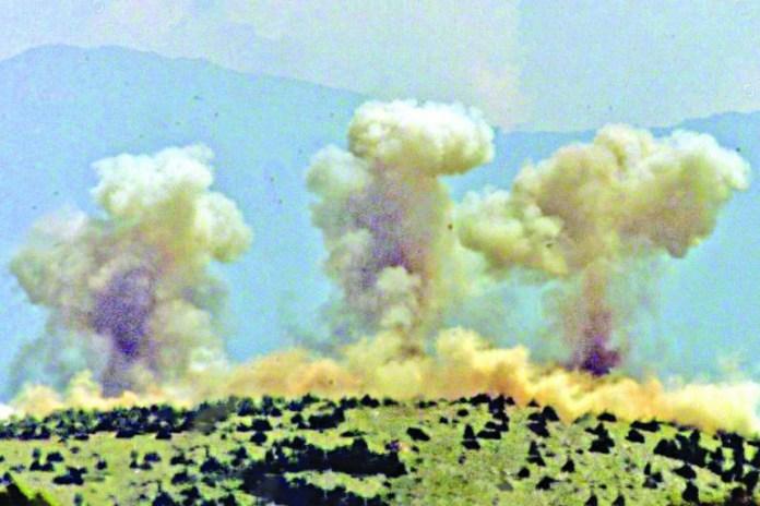 Велики облаци дима након бомбардовања уздижу се на Паштрику након што су авиони НАТО погодили циљеве на Косову, 26. мај 1999., Фото: republika.rs