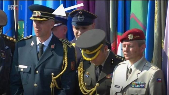 """БЕЗ ИМАЛО СРАМА: Ово је црногорски официр који је присуствовао прослави """"Олује"""" у Kнину (ФОТО) 2"""