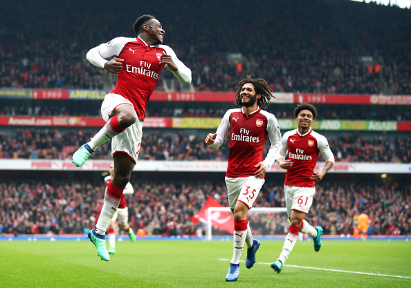 Arsenal mantiene buena racha y se impone con doblete de Welbeck